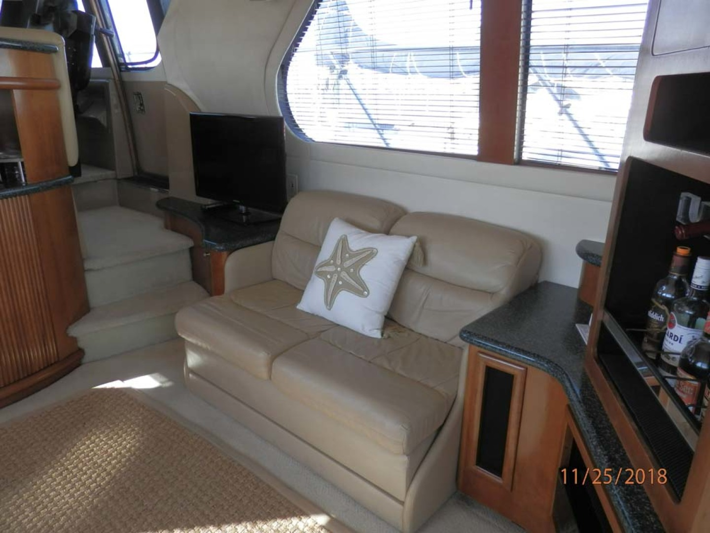 Carver-450 Voyager Pilothouse 1999-Carolina Cajun Beaufort-North Carolina-United States-Starboard Cabin Loveseat Opens to a Small Bed-1093019 | Thumbnail