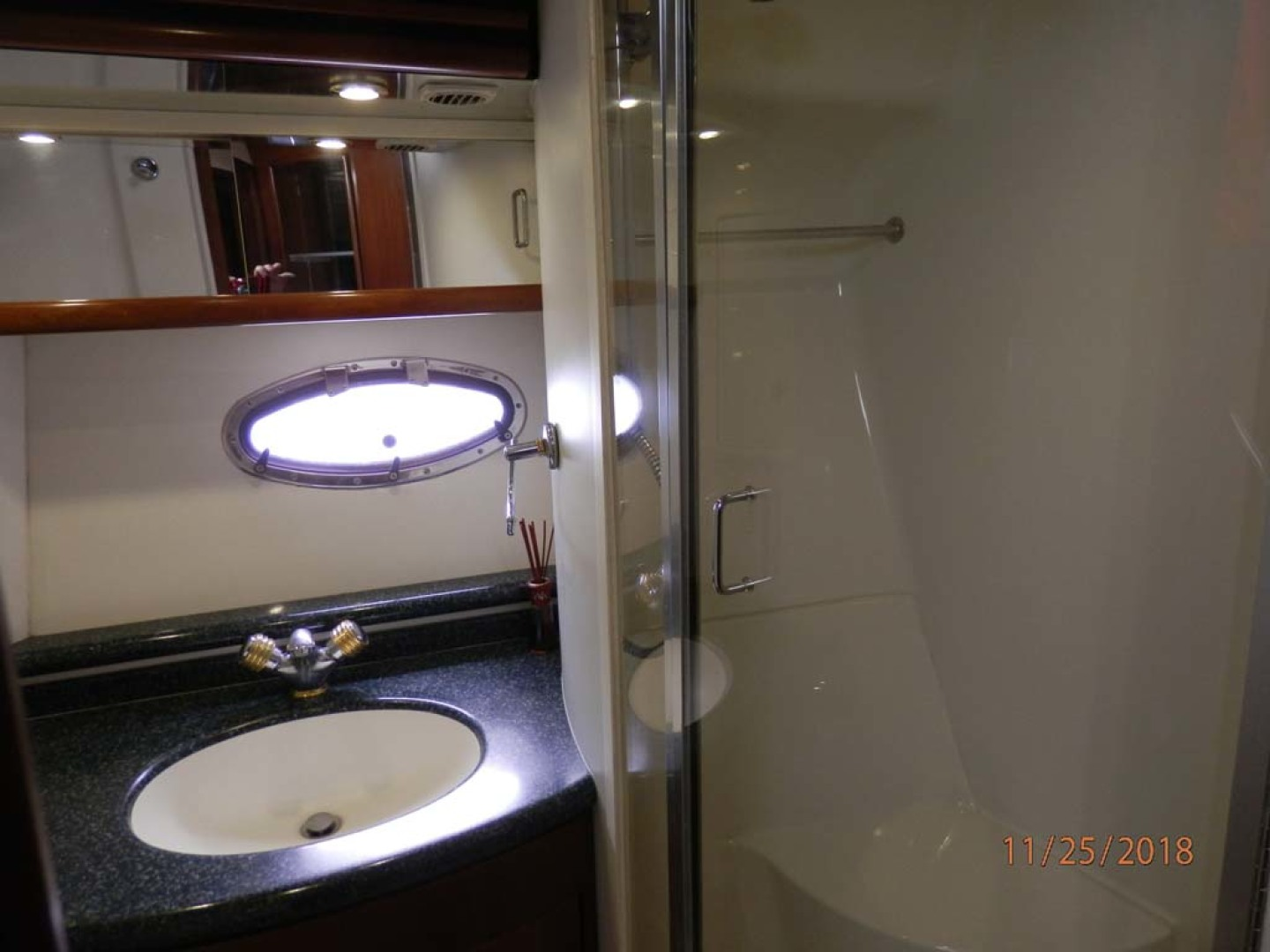 Carver-450 Voyager Pilothouse 1999-Carolina Cajun Beaufort-North Carolina-United States-Guest Head-1093048 | Thumbnail
