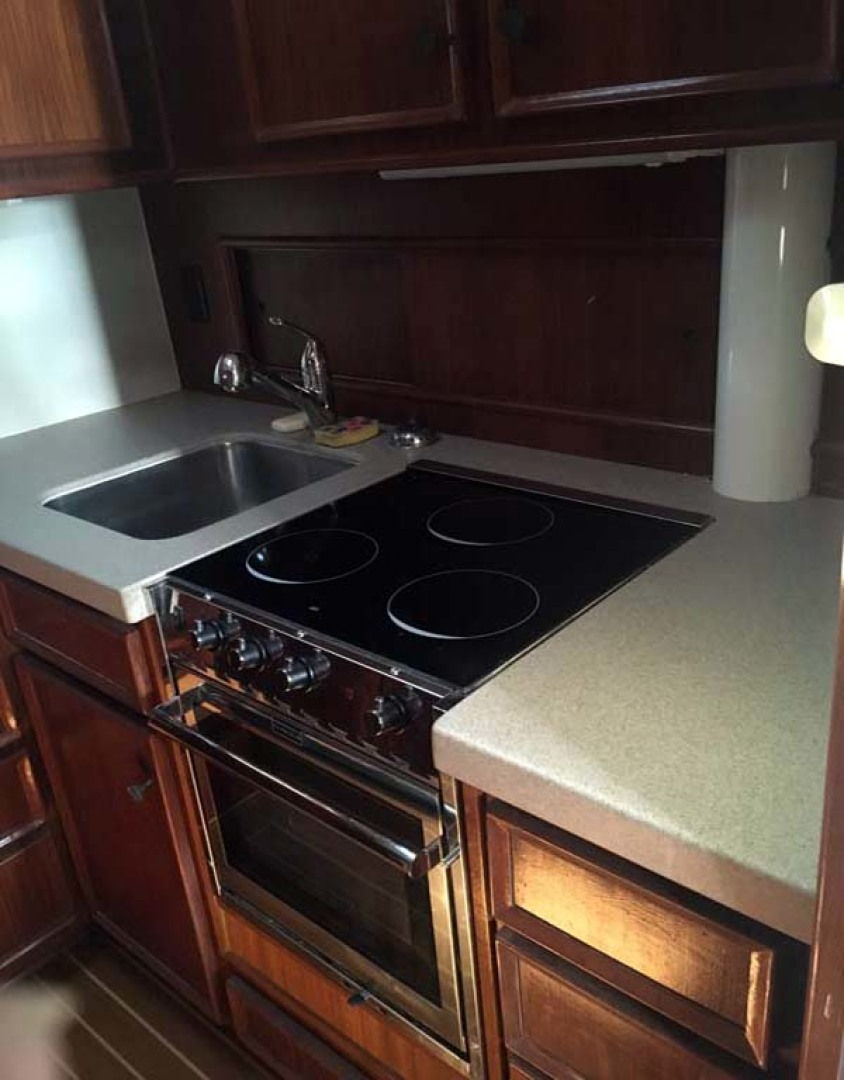 Hatteras-Sportfish 1979-Mojito Wrightsville Beach-North Carolina-United States-Galley Sink and Stove-1094311 | Thumbnail