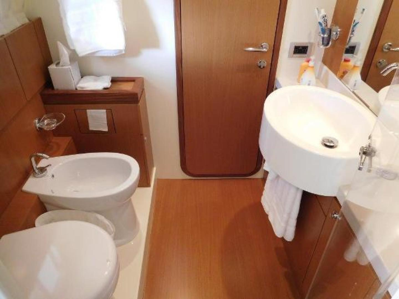 Ferretti Yachts-630 2009-BREAKAWAY Treasure Island-Florida-United States-VIP En Suite Bath-1097498 | Thumbnail