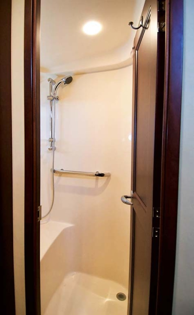 Sea Ray-58 Sedan Bridge 2006-Livin Large IV Jupiter-Florida-United States-Guest Shower-1103694 | Thumbnail