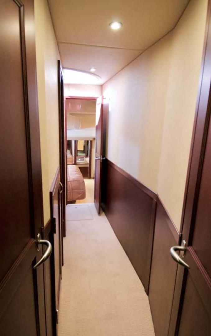 Sea Ray-58 Sedan Bridge 2006-Livin Large IV Jupiter-Florida-United States-Companionway-1103697 | Thumbnail