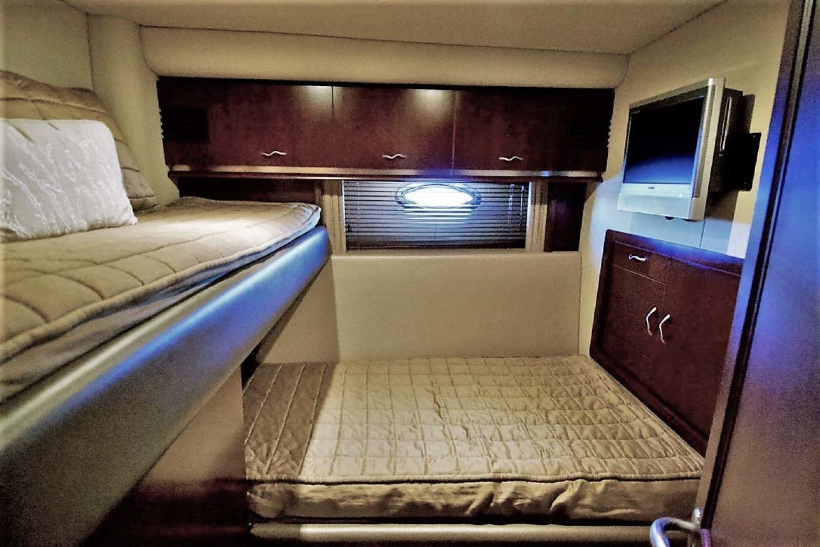 Sea Ray-58 Sedan Bridge 2006-Livin Large IV Jupiter-Florida-United States-Guest Stateroom-1103691 | Thumbnail