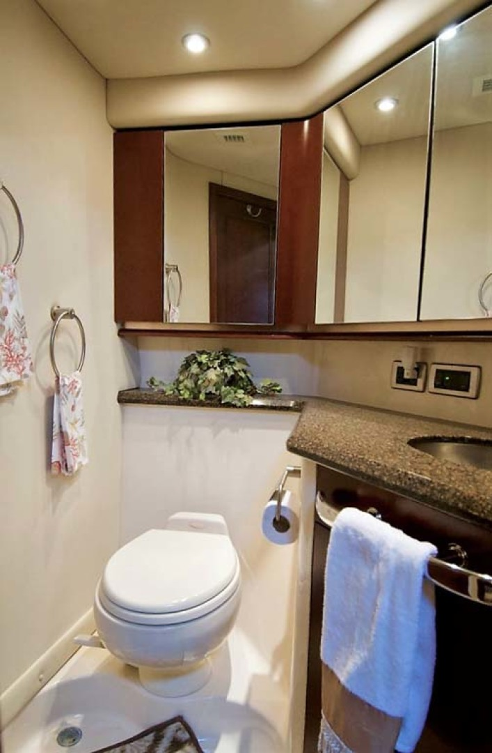 Sea Ray-58 Sedan Bridge 2006-Livin Large IV Jupiter-Florida-United States-Guest Head-1103693 | Thumbnail