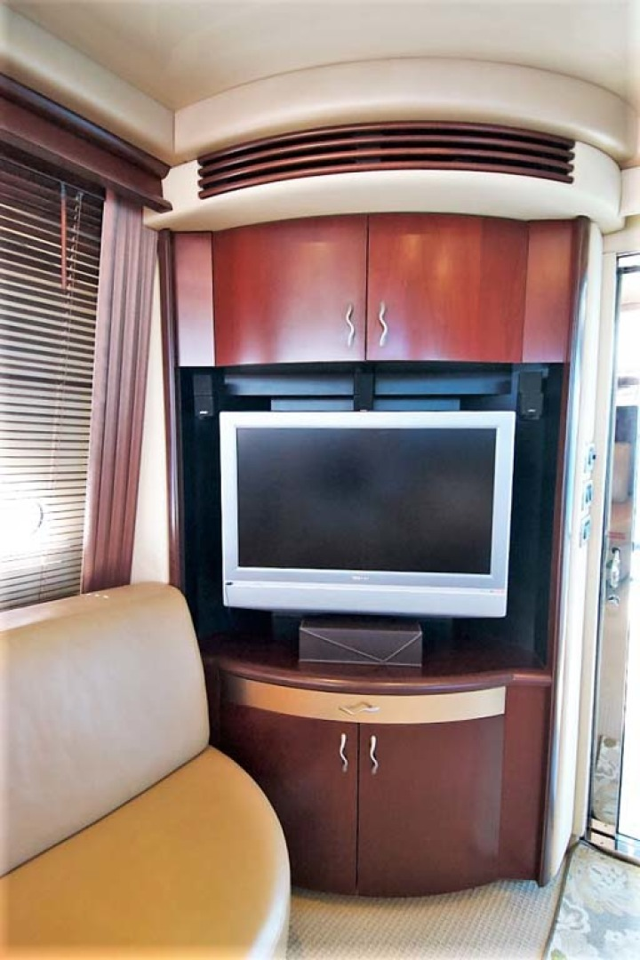 Sea Ray-58 Sedan Bridge 2006-Livin Large IV Jupiter-Florida-United States-Salon Entertainment-1103676 | Thumbnail