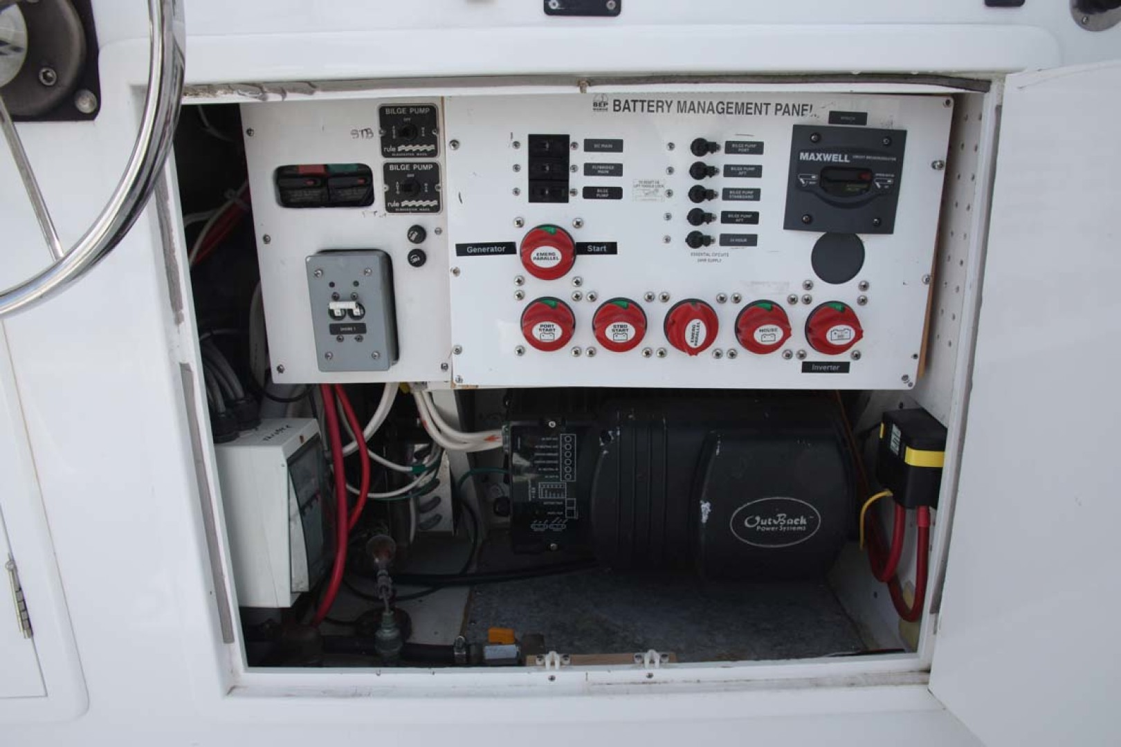 Custom-TLD New Zealand Power Cat 41 2004-Kittiwake Sequim-Washington-United States-Battery Panel-1106013 | Thumbnail