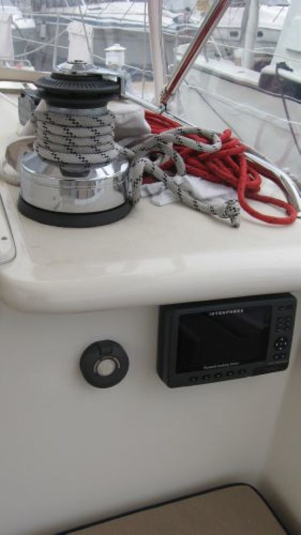 Tayana-58 Deck Saloon 2006-Majestic San Diego-California-United States-Electric halyard  mainsheet winch  Sonar-1110926 | Thumbnail