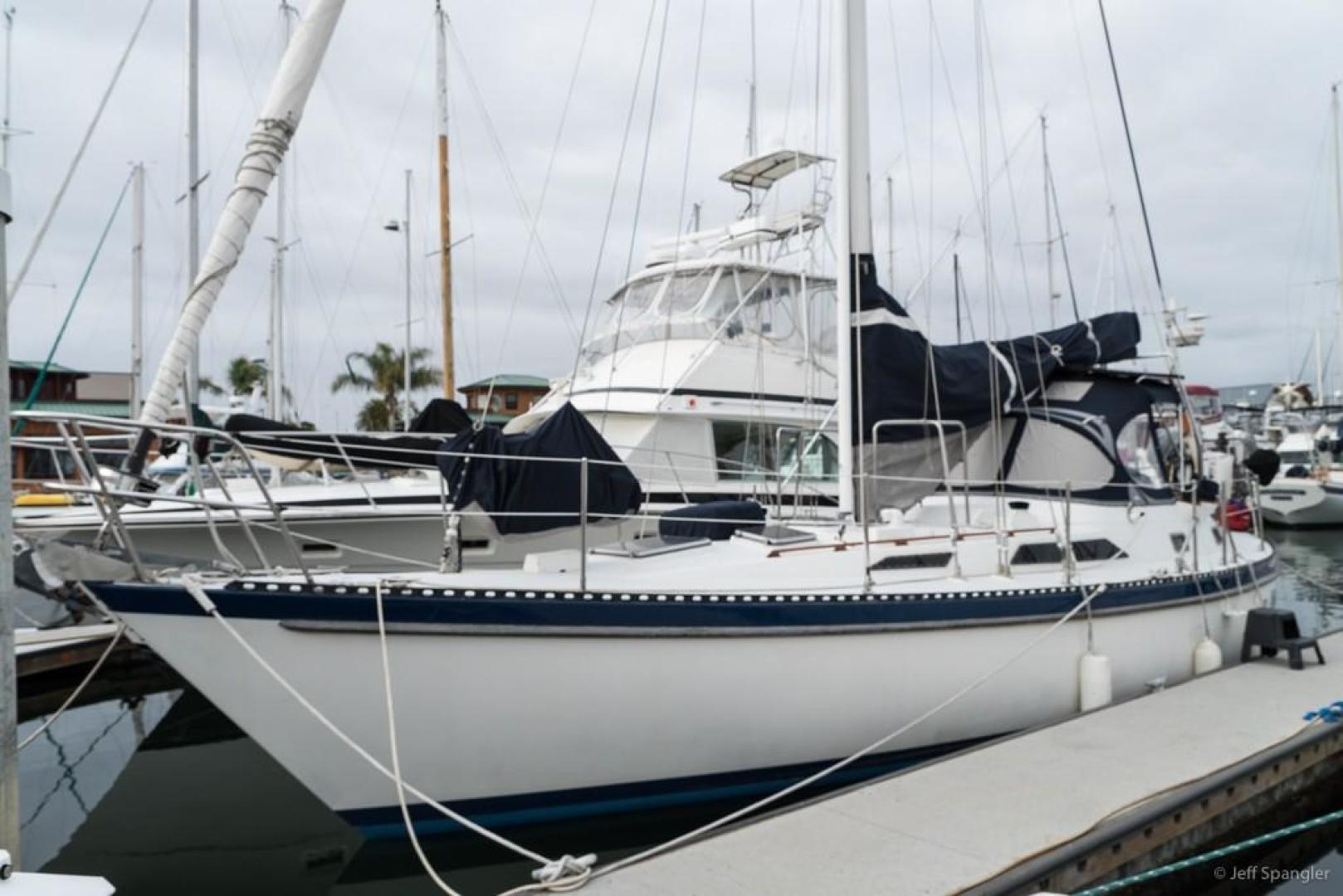 Picture Of: 42' Tayana Vancouver Center Cockpit 42 1982 Yacht For Sale | 1 of 66