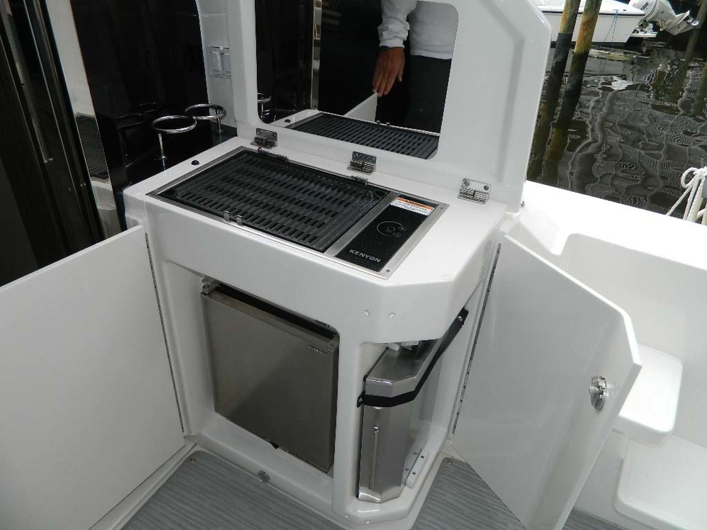 Sea Ray-Sundancer 510 Signature 2018-White Wings V Deerfield Beach-Florida-United States-Aft Deck Grill and Ice Maker-1112687 | Thumbnail