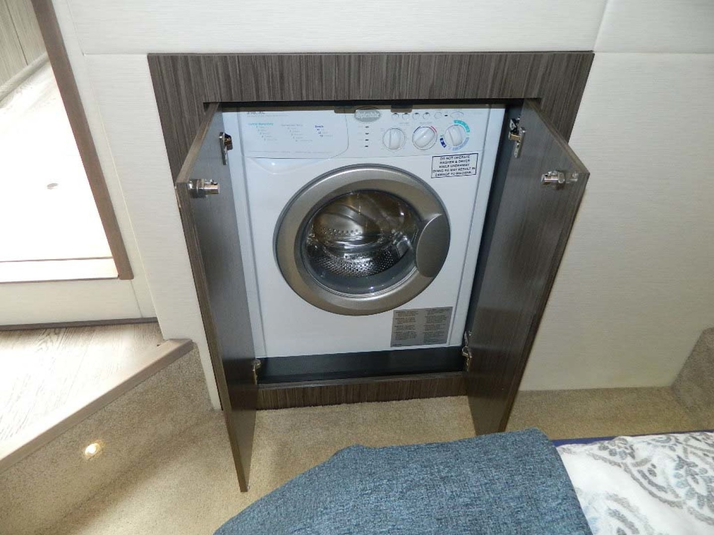 Sea Ray-Sundancer 510 Signature 2018-White Wings V Deerfield Beach-Florida-United States-Washer and Dryer-1112701 | Thumbnail