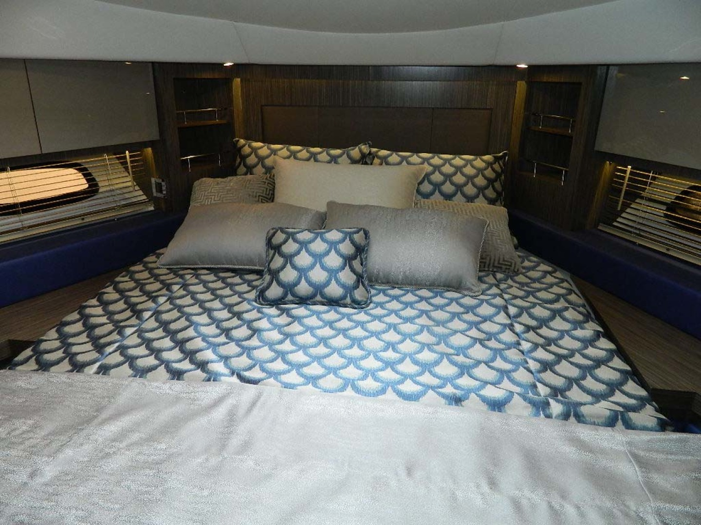 Sea Ray-Sundancer 510 Signature 2018-White Wings V Deerfield Beach-Florida-United States-Guest Stateroom-1112704 | Thumbnail