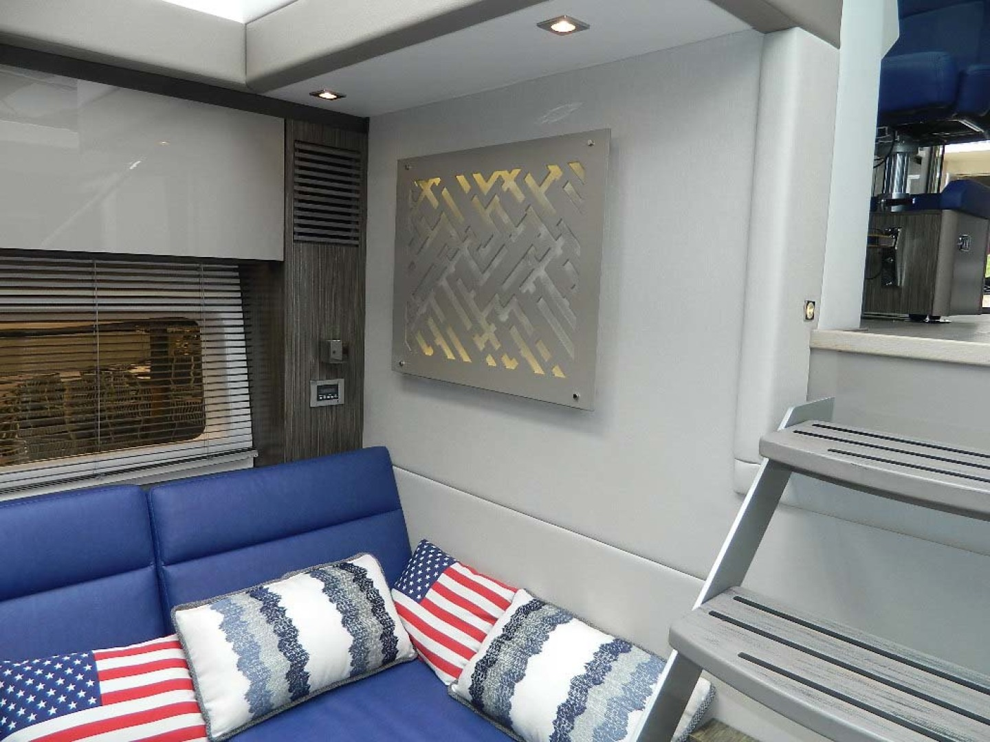 Sea Ray-Sundancer 510 Signature 2018-White Wings V Deerfield Beach-Florida-United States-Salon and Galley-1112694 | Thumbnail