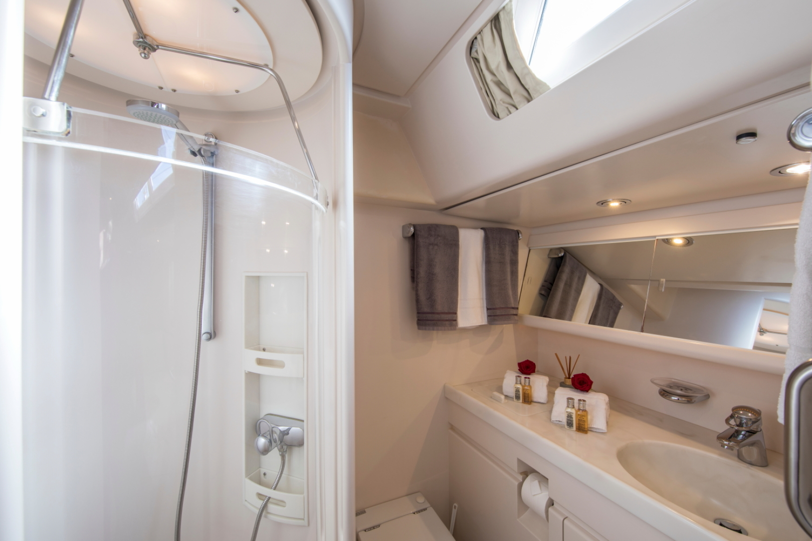 Jongert-2900M 1991-ALTA MAREA Palma de Mallorca-Spain-Guest Cabin Bathroom-1117267   Thumbnail
