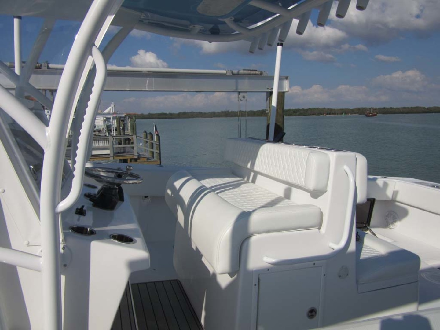 SeaHunter-39 Center Console 2017-SQUEEZE PLAY II Madeira Beach-Florida-United States-Helm Seat-1117904 | Thumbnail