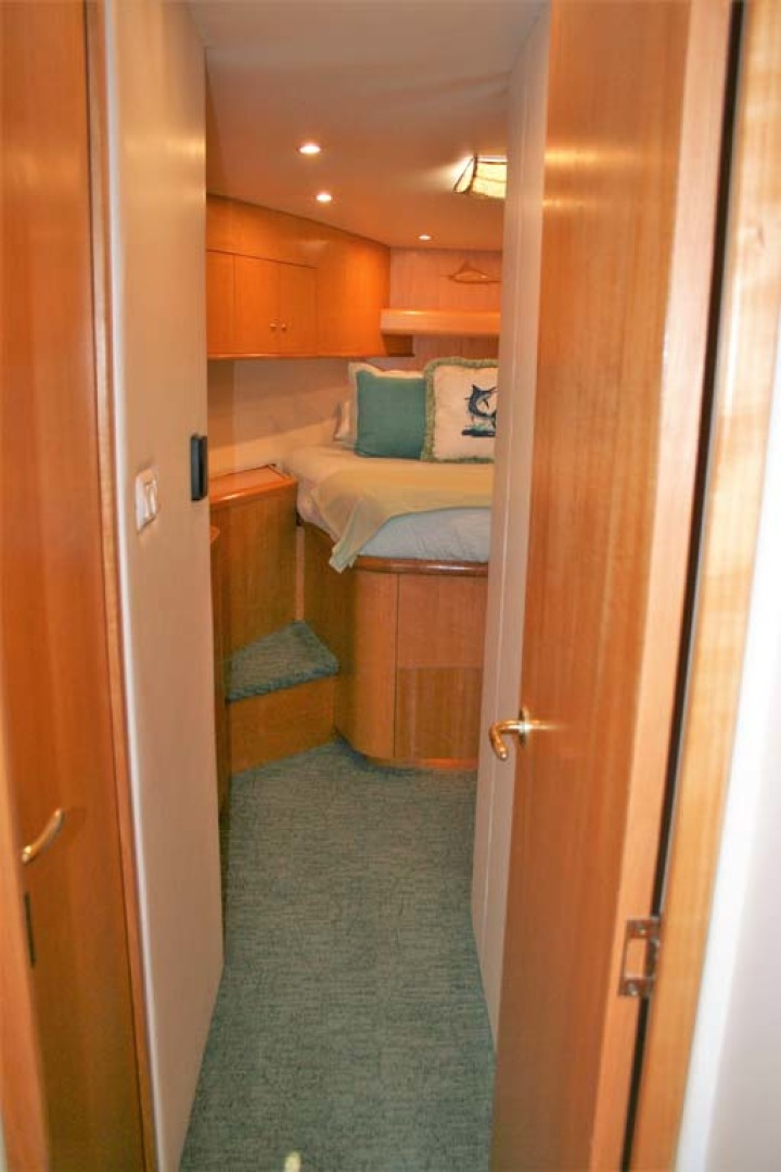Titan-62 Custom Carolina Sportfish 2004-Trust Me Too Stuart-Florida-United States-Forward VIP Stateroom-1118233 | Thumbnail