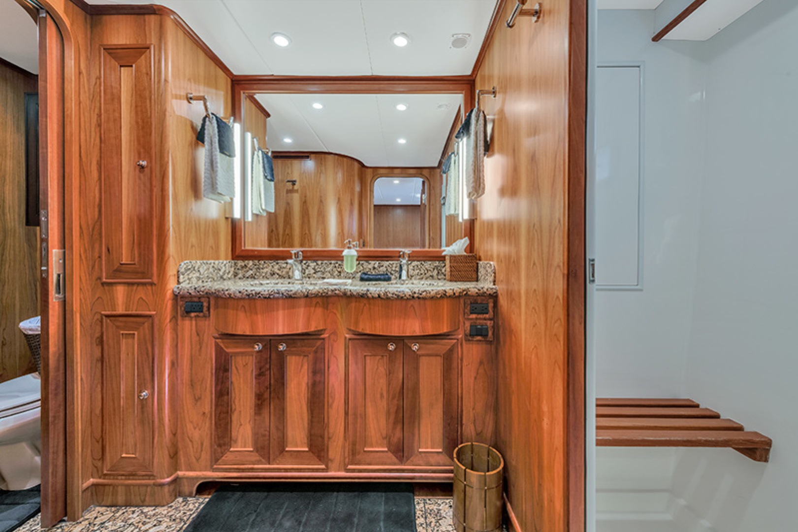 Outer Reef Yachts-Raised Pilothouse 2007-MS. MONICA Palm Beach Gardens-Florida-United States-Master Bath-1119561   Thumbnail