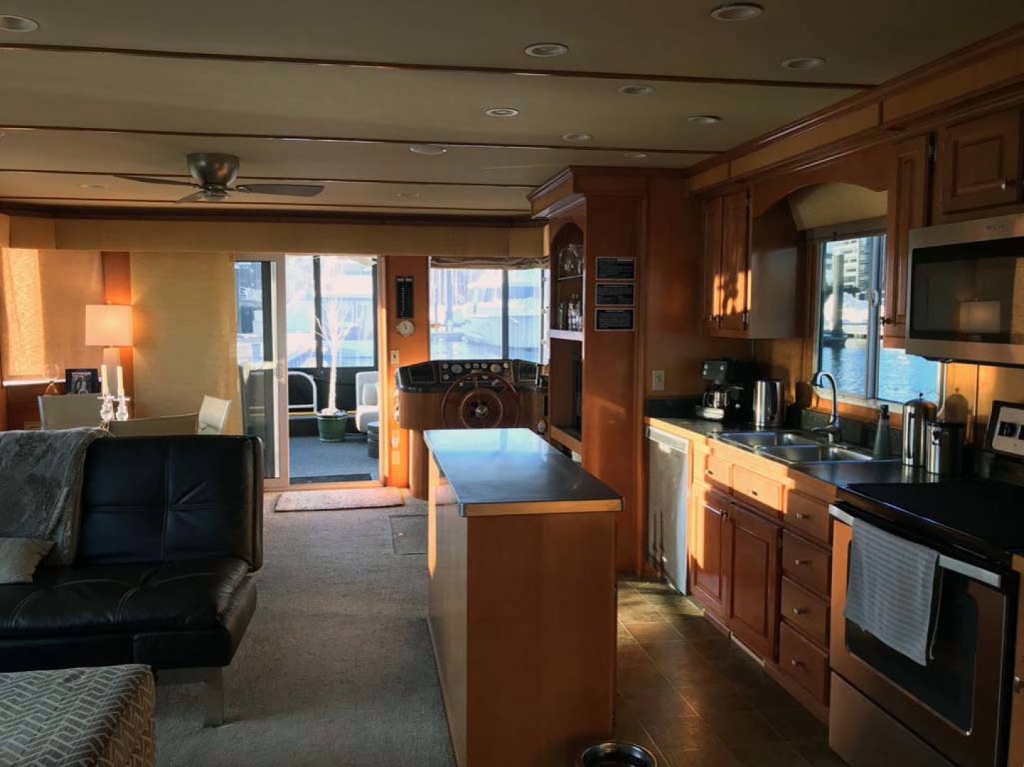 Horizon-66 Houseboat 2007-Carpe Diem Boston-Massachusetts-United States-Combined Open View Looking Aft-1120076 | Thumbnail