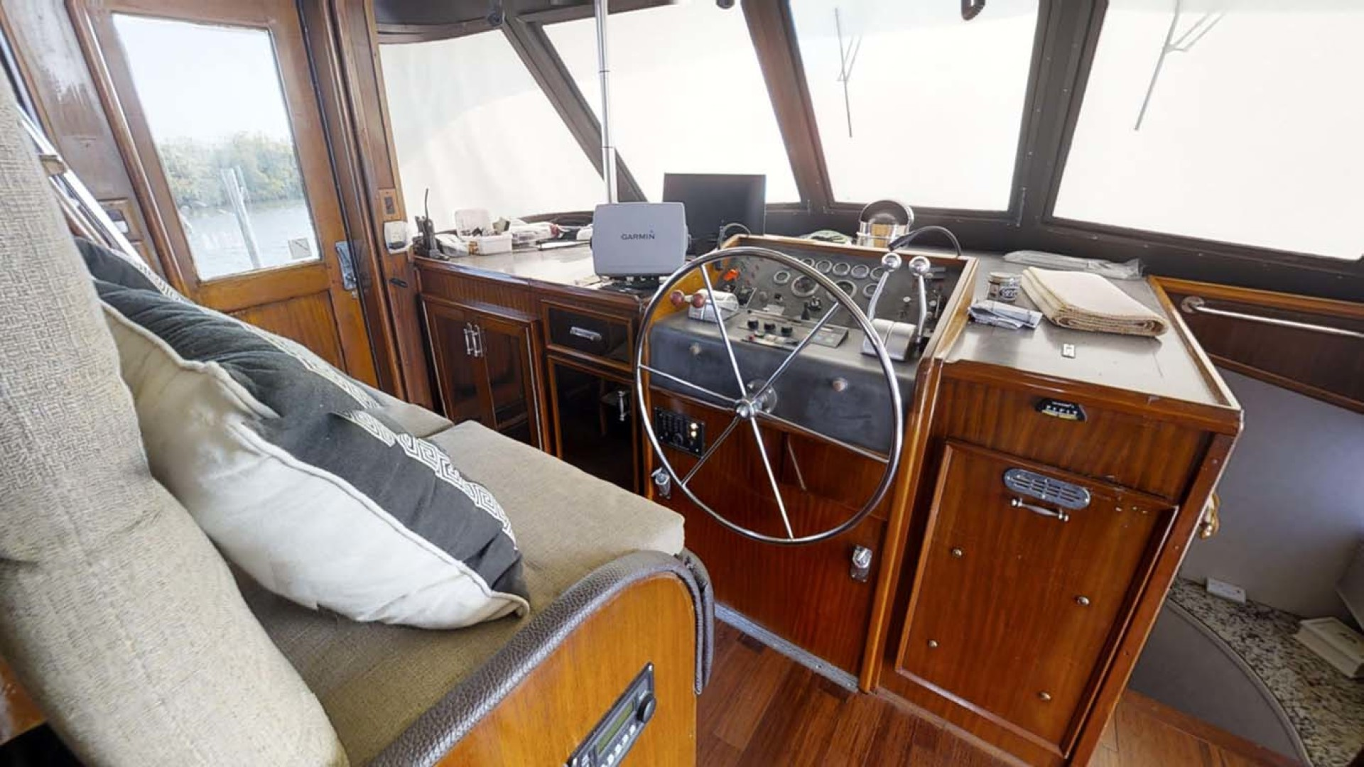 Hatteras-74 Motor Yacht 1981-Pleasurizer Fort Pierce-Florida-United States-Pilothouse-1122253 | Thumbnail
