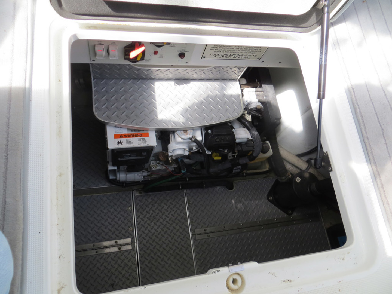 Formula-37 PC 2014-Commander Beaufort-North Carolina-United States-Engine Compartment-1122758 | Thumbnail