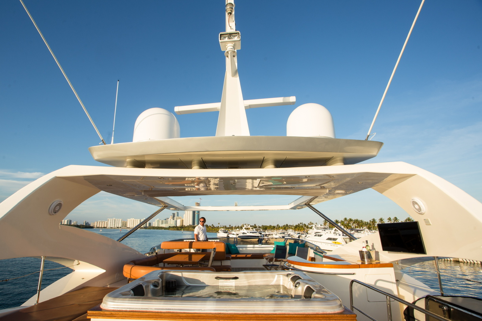 85' Aicon, Listing Number 100826240, - Photo No. 3