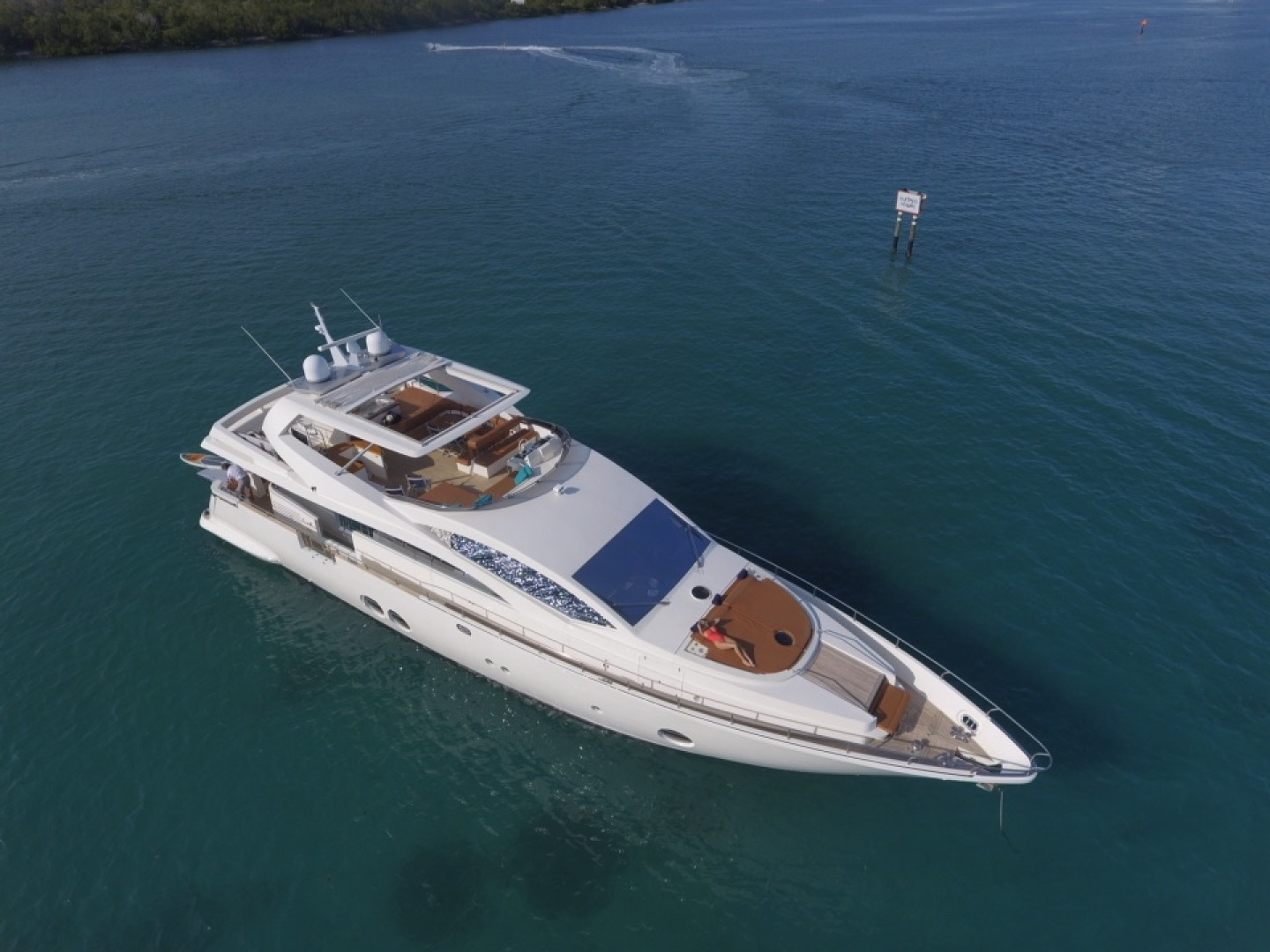 85' Aicon, Listing Number 100826240, - Photo No. 2