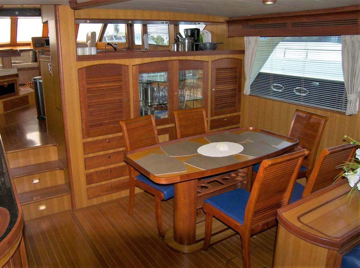Marlow-70E Explorer 2004-Bluebonnet Sarasota-Florida-United States-Dining Are-1129298 | Thumbnail
