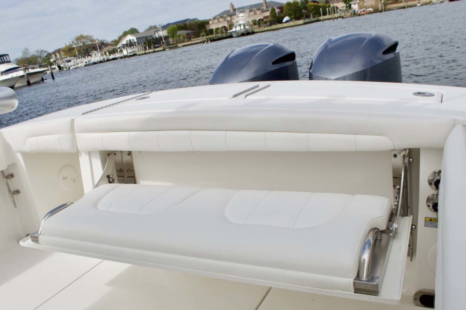 Regulator-28 Center Console 2018 -Babylon-New York-United States-Transom Seat-1156126 | Thumbnail