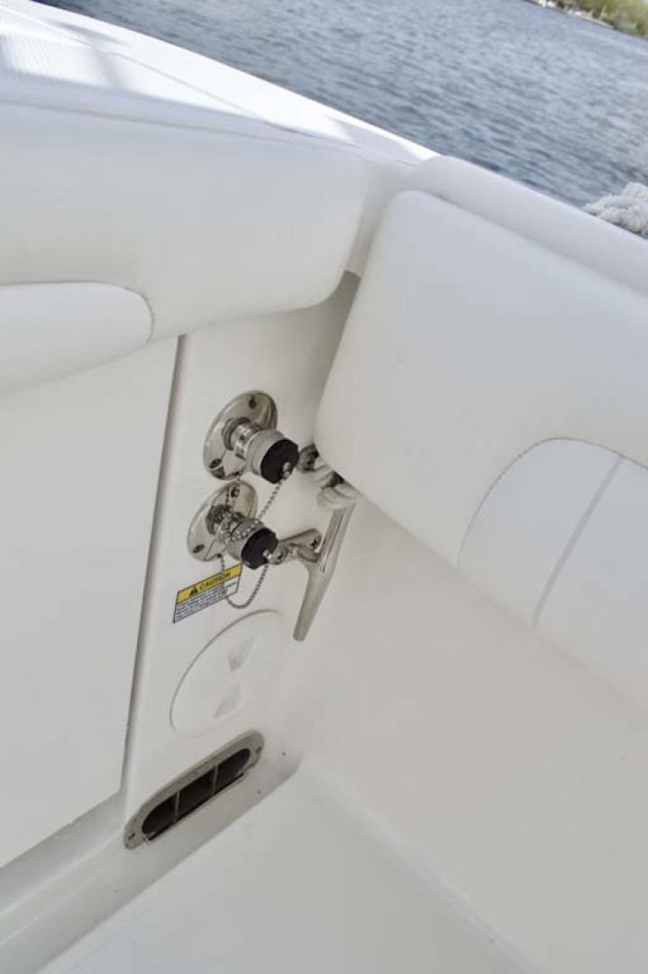 Regulator-28 Center Console 2018 -Babylon-New York-United States-Washdowns-1156130 | Thumbnail