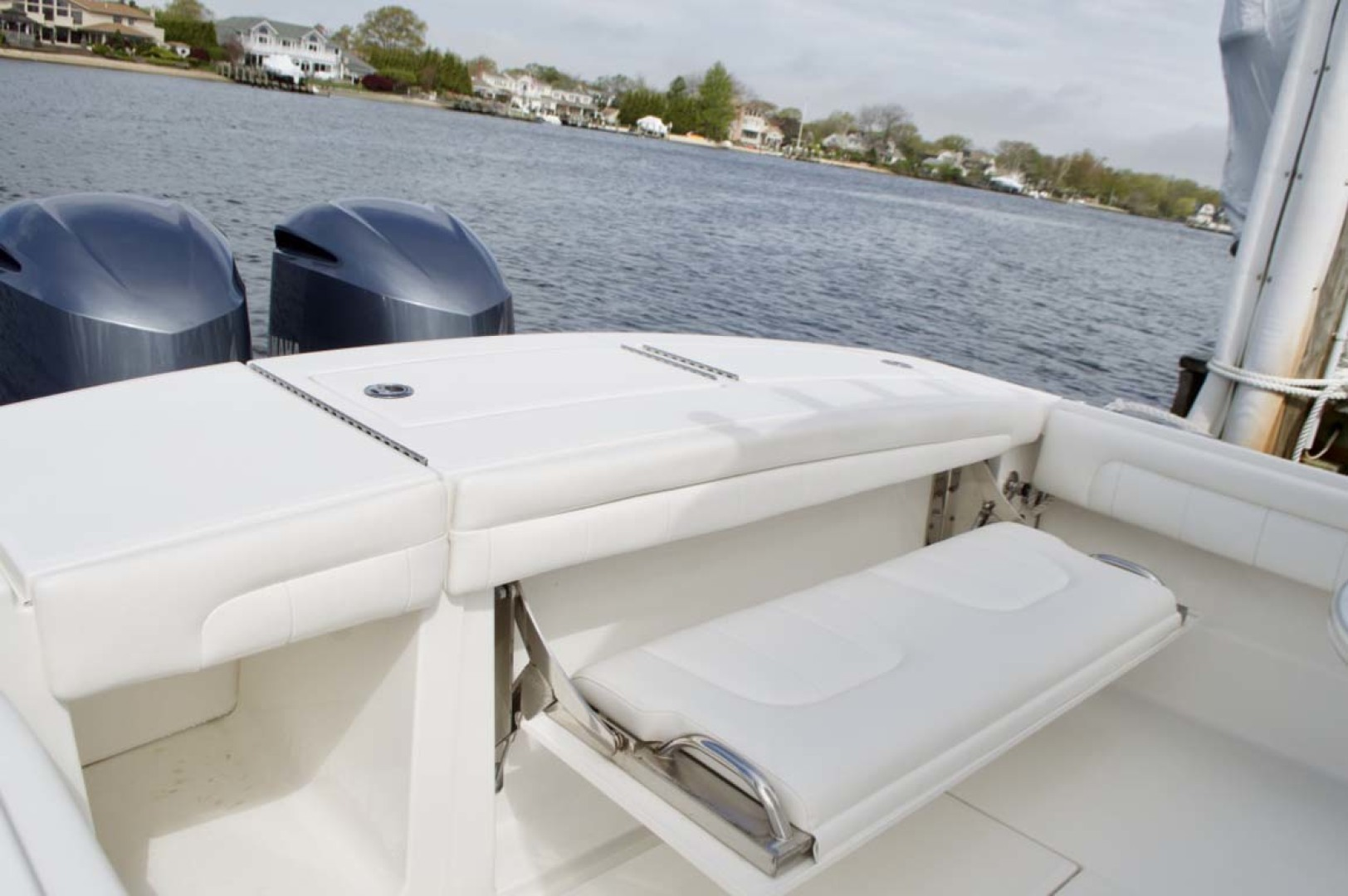Regulator-28 Center Console 2018 -Babylon-New York-United States-Transom-1156127 | Thumbnail