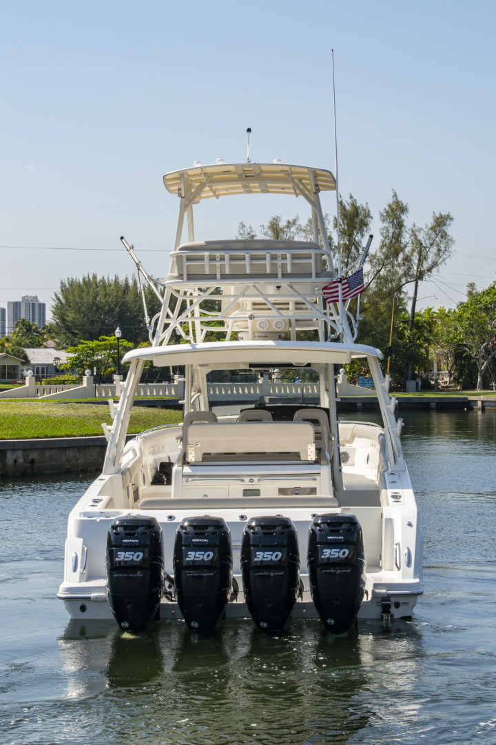 42' 2016 Boston Whaler 420 Outrage | Tampa Yacht Sales