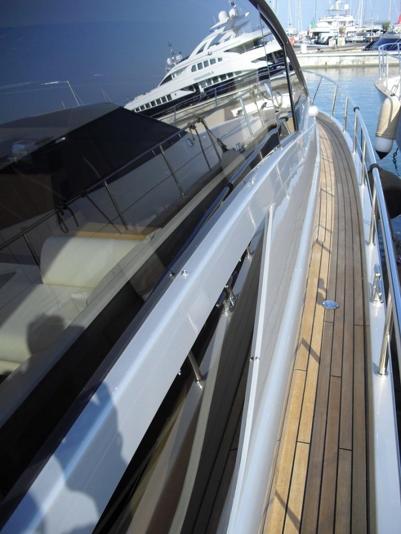 65' 2010 Pershing 64 | Tampa Yacht Sales