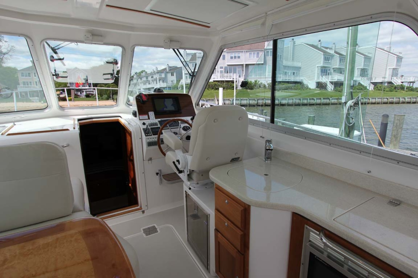 Back Cove-34 2015-Blue Chip Arnold-Maryland-United States-Galley And Helm-1152191 | Thumbnail