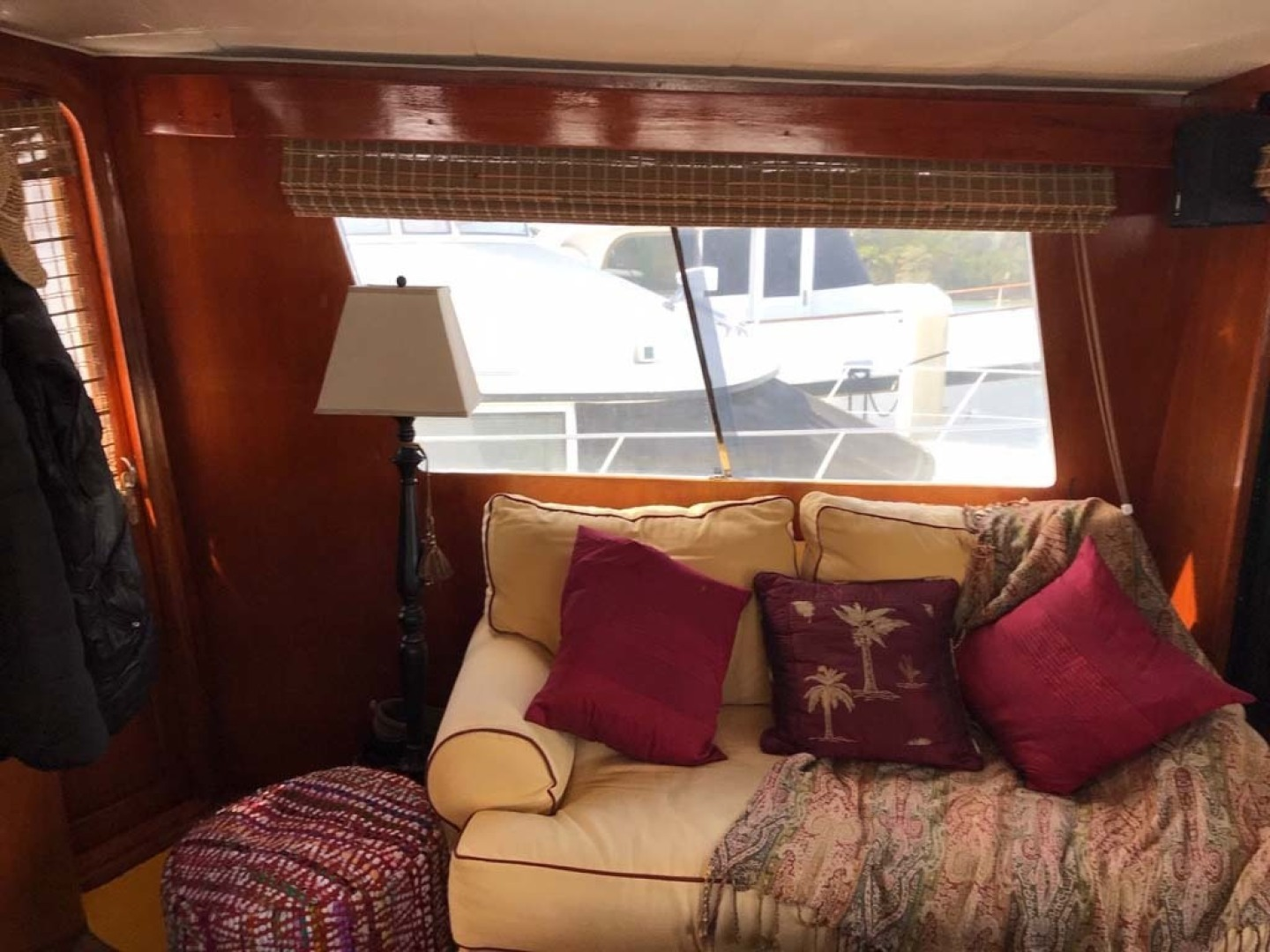 Gulfstar-Motor Yacht 1987-Philos Palm Coast-Florida-United States-Salon Settee-1345029 | Thumbnail