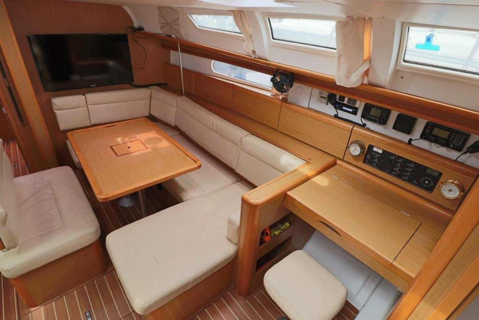 Jeanneau-Sun Odyssey 44i 2010-Intrigue Poulsbo-Washington-United States-Salon Seating And Navigation Staion-1153318 | Thumbnail