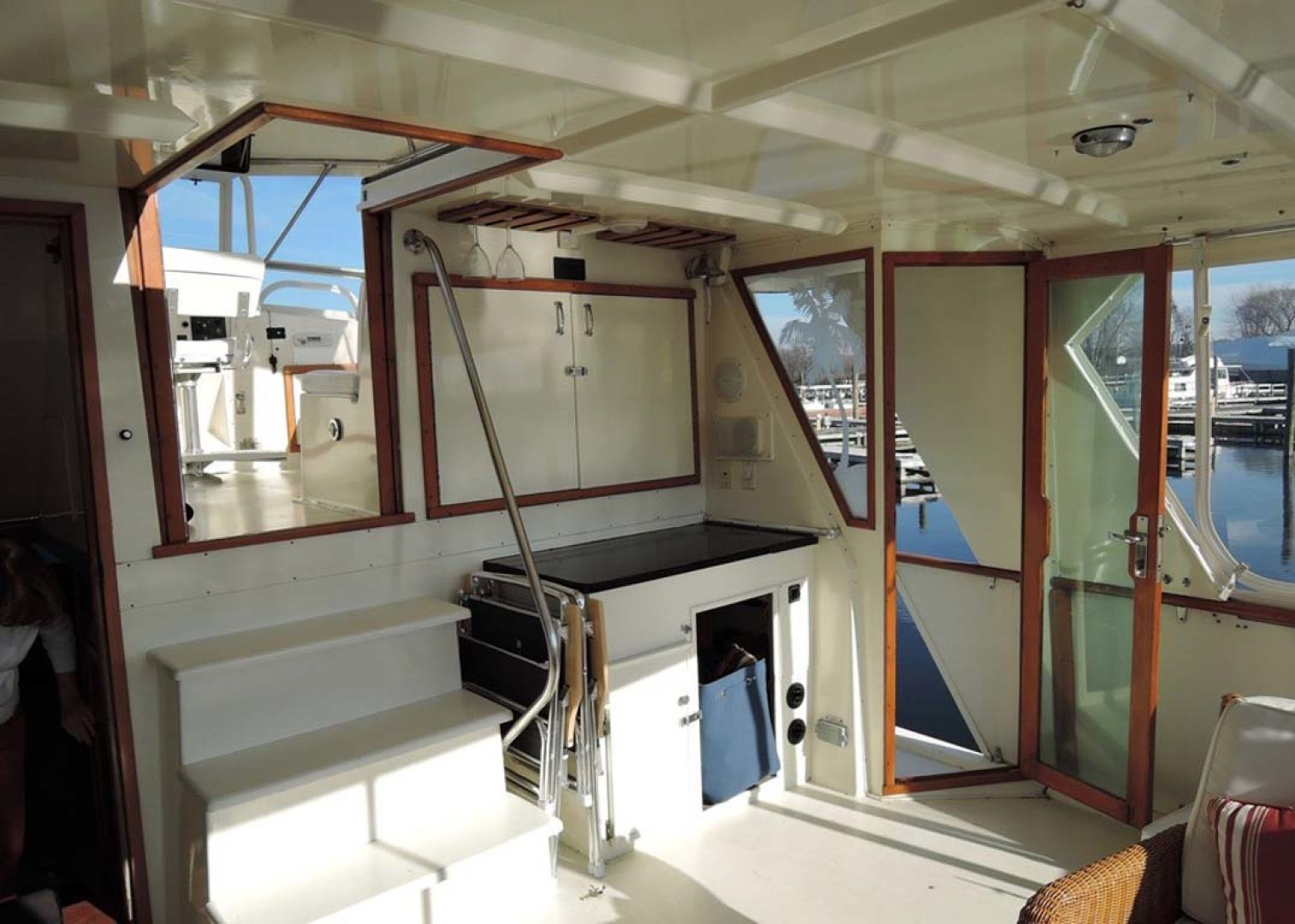 Hatteras-Cockpit Motoryacht 1983-Southern Cross Essex-Connecticut-United States-Aft Deck Forward.-1155702 | Thumbnail