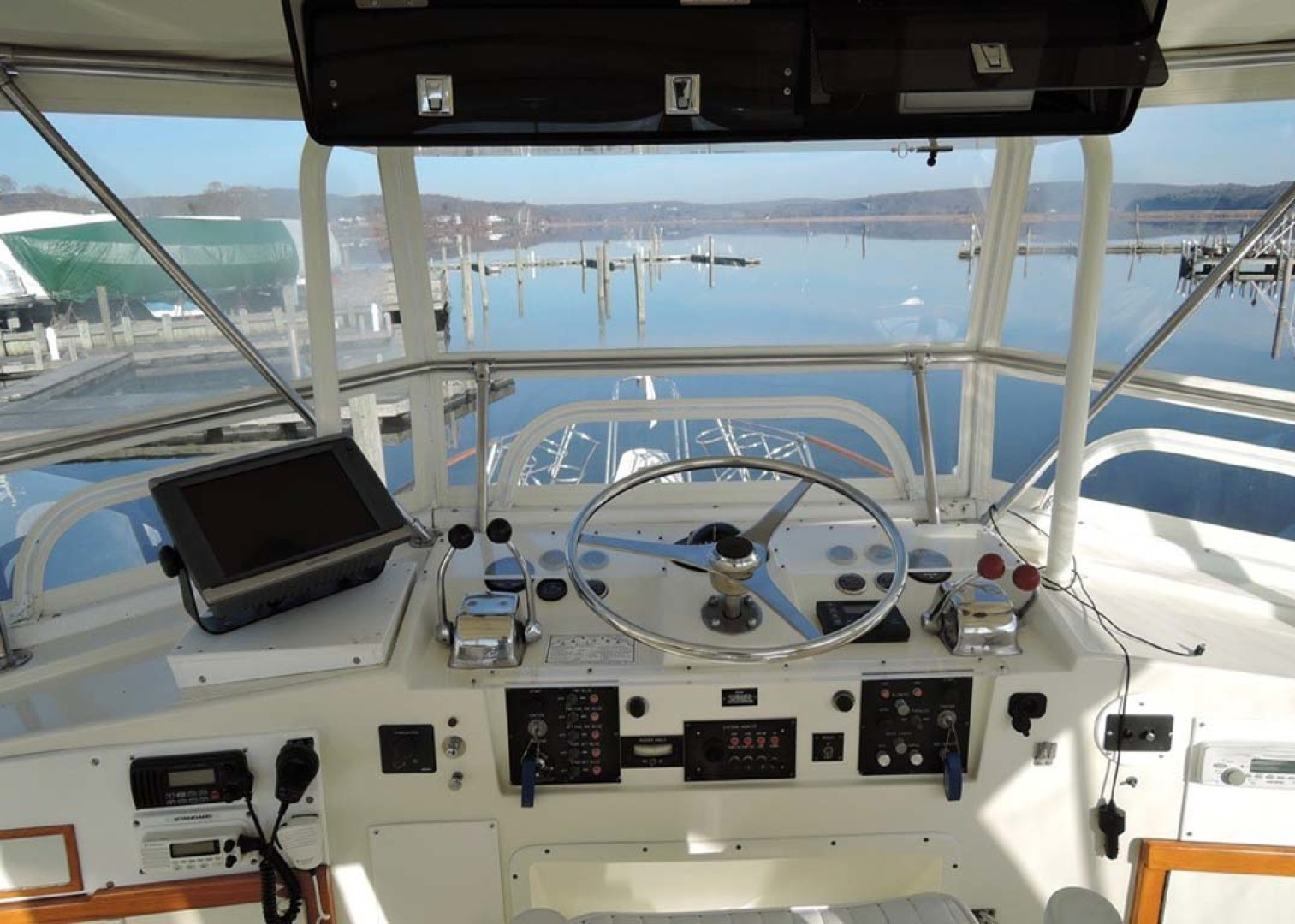 Hatteras-Cockpit Motoryacht 1983-Southern Cross Essex-Connecticut-United States-Helm-1155699 | Thumbnail