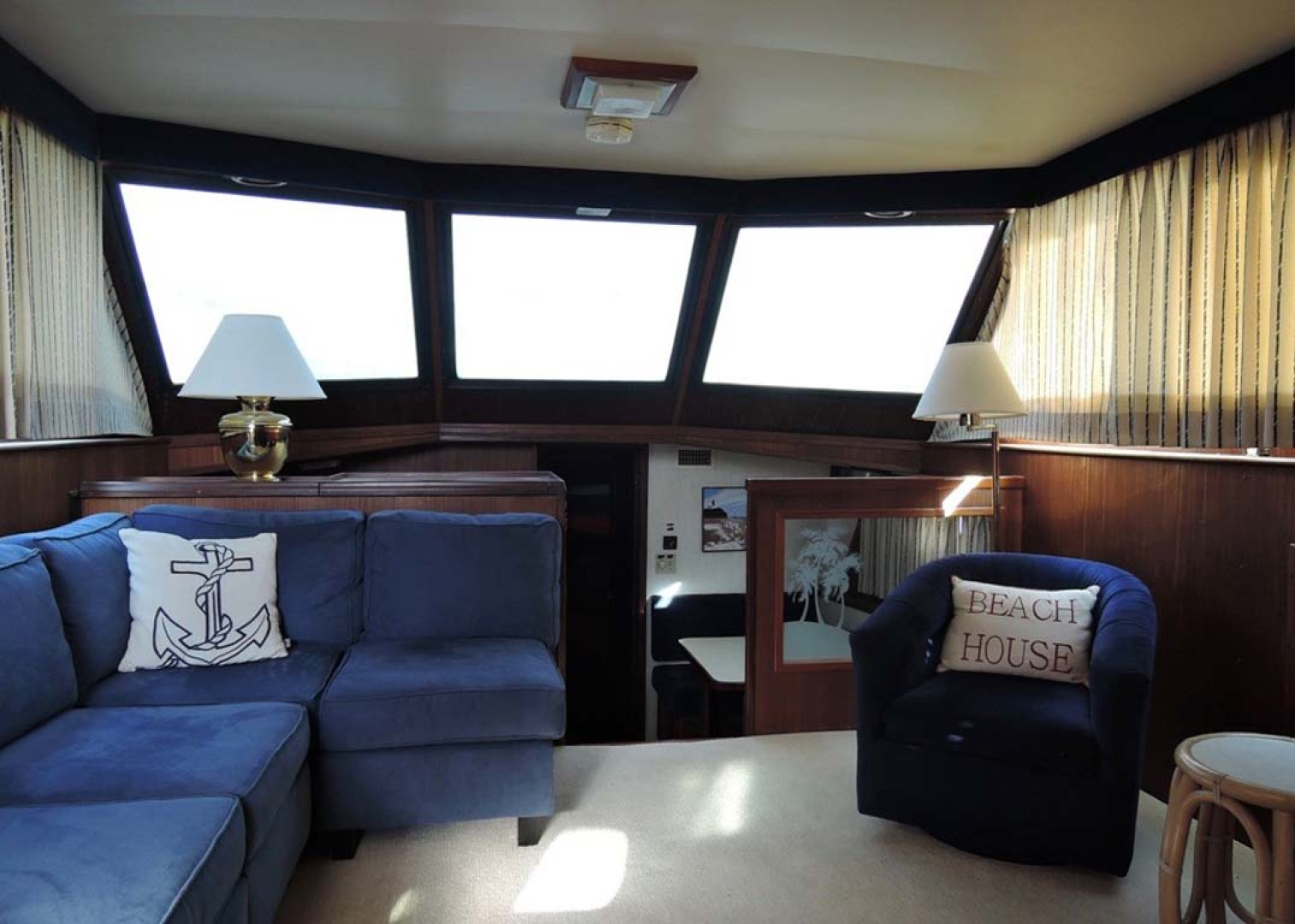 Hatteras-Cockpit Motoryacht 1983-Southern Cross Essex-Connecticut-United States-Salon Forward-1155688 | Thumbnail