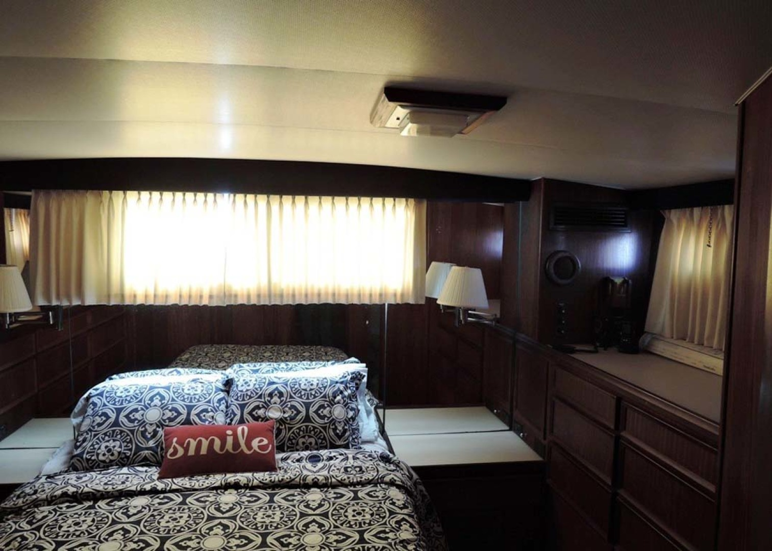 Hatteras-Cockpit Motoryacht 1983-Southern Cross Essex-Connecticut-United States-Master Stateroom-1155694 | Thumbnail