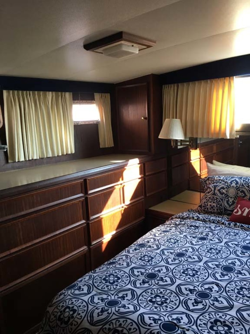 Hatteras-Cockpit Motoryacht 1983-Southern Cross Essex-Connecticut-United States-Master Stateroom-1191810 | Thumbnail