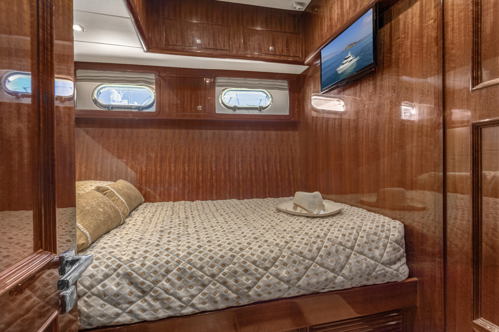 Hampton-76 Skylounge Motoryacht 2014-ODYSEA San Diego-California-United States-GUEST STATEROOM-1165169 | Thumbnail