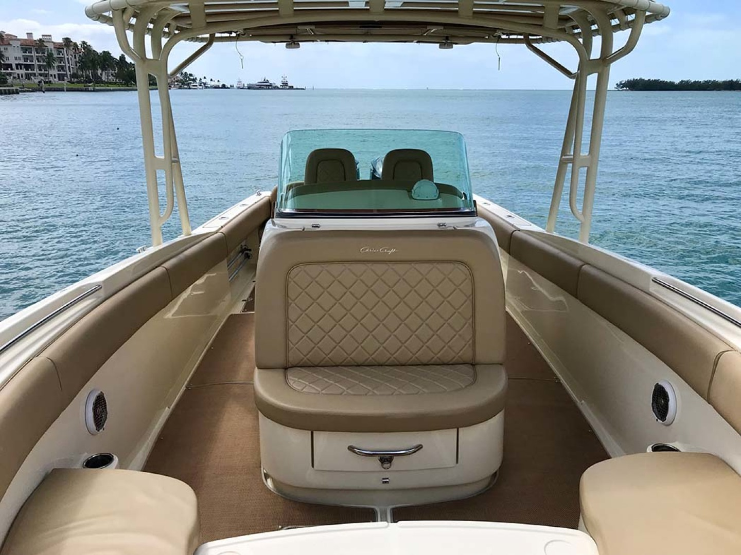 Chris-Craft-Catalina 2015 -Miami-Florida-United States-Fore Console Seating-1232707 | Thumbnail