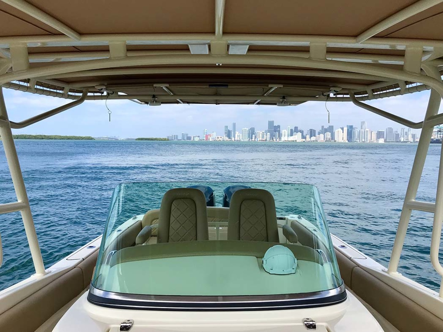 Chris-Craft-Catalina 2015 -Miami-Florida-United States-Console Windshield Looking Aft-1232706 | Thumbnail