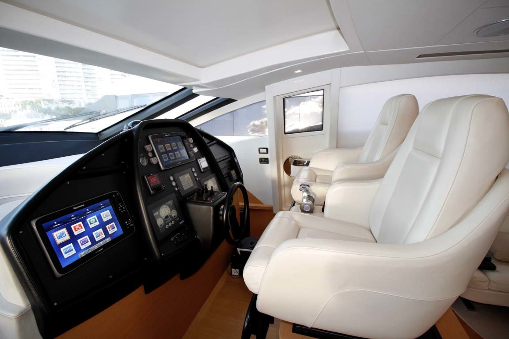Pershing-P-72 2008-Intrepido Aventura-Florida-United States-Helm Station-1163043 | Thumbnail