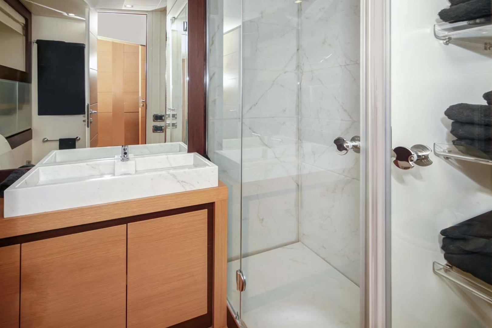 Pershing-P-72 2008-Intrepido Aventura-Florida-United States-Guest Head and Shower-1163067 | Thumbnail