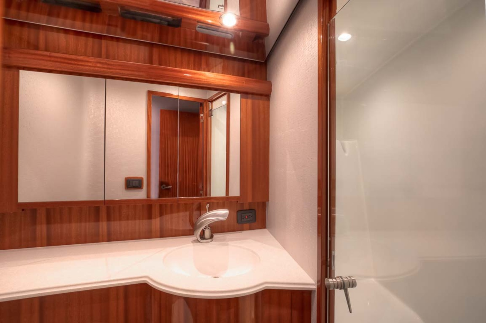 Titan-Convertible 2019-Effie Mae Ocean City-New Jersey-United States-13 Master Head And Shower-1163387 | Thumbnail