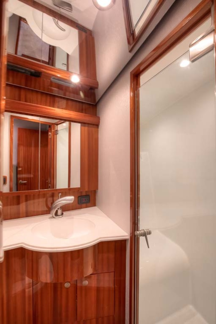 Titan-Convertible 2019-Effie Mae Ocean City-New Jersey-United States-15 Master Shower-1163388 | Thumbnail