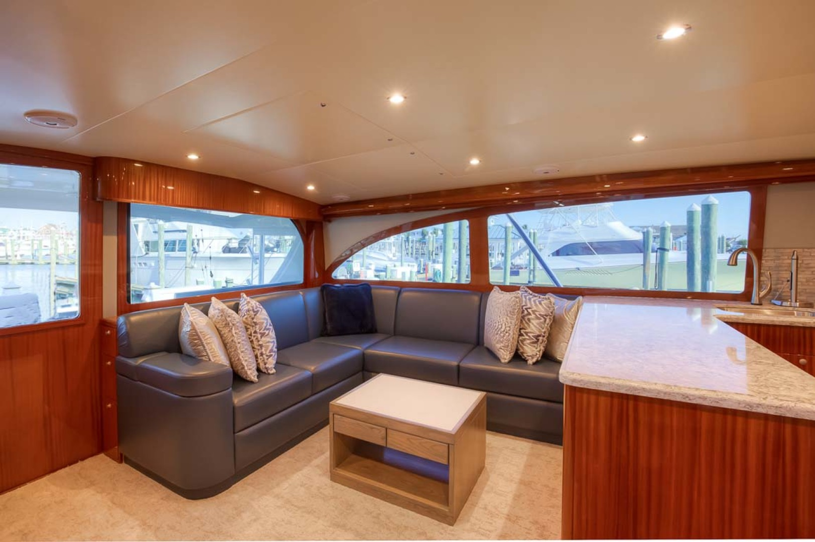 Titan-Convertible 2019-Effie Mae Ocean City-New Jersey-United States-2 Salon Entry And Settee-1163376 | Thumbnail