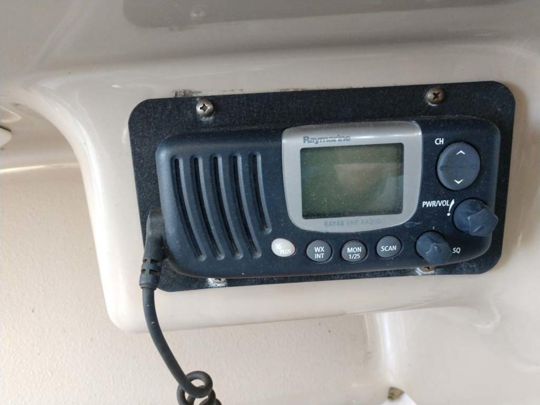 Larson-Cabrio 370 2007-My Tye XII Wiscasset-Maine-United States-Raymarine Ray 48 VHF Radio-1174476 | Thumbnail