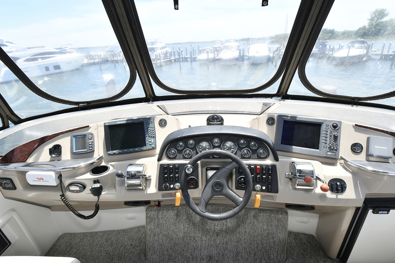 Carver-41 Cockpit Motor Yacht 2006-Uncle Joe Montauk-New York-United States-Helm Station-1175337   Thumbnail