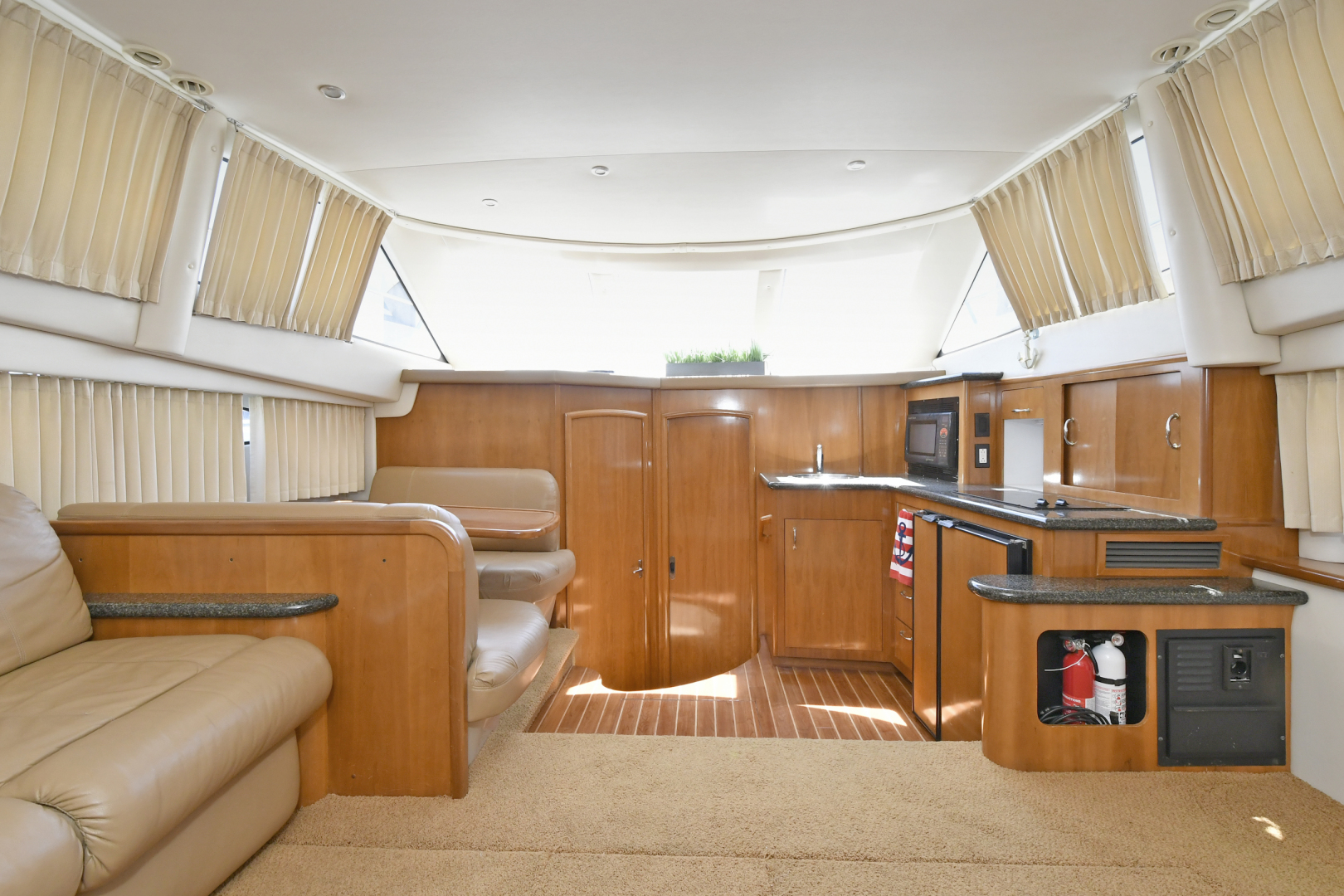 Carver-41 Cockpit Motor Yacht 2006-Uncle Joe Montauk-New York-United States-Dinette / Galley-1175341   Thumbnail
